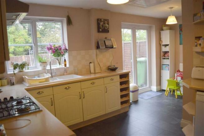L- Shaped Kitchen