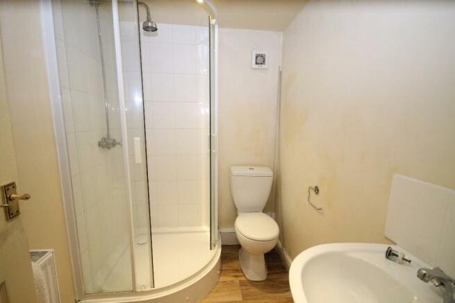 Maisonette shower.