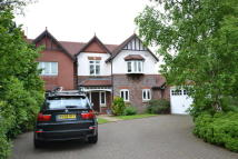 Detached house in Queensbury Close...