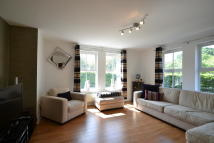 Ground Flat to rent in Broadacre Place...
