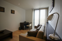 Studio flat in Kilburn High Road NW6