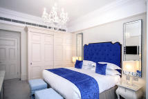 Flat to rent in Sloane Gardens, London...