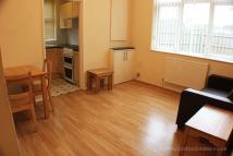1 bedroom Flat to rent in Woodside Green, Woodside
