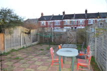 Flat to rent in Mildenhall Road, London...