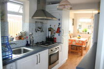 3 bed semi detached house to rent in Gordon Close, Marston