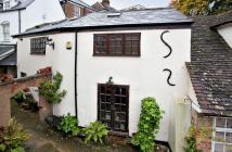Town House to rent in 12 York Place...