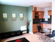2 bedroom Flat in Roxbrough Court...