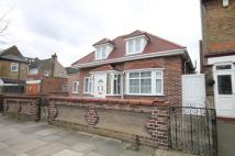4 bed Detached Bungalow in Mandeville Road, Enfield