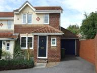 3 bed semi detached property in Moss Way, Darenth...