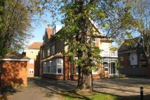 1 bedroom Ground Flat to rent in Main Road, Gidea Park