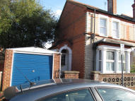 4 bed semi detached property to rent in Norris Road, Reading...