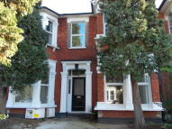 1 bed Ground Flat in De Vere Gardens, Ilford...