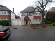 5 bed Detached property in Cheyne Walk, London, NW4