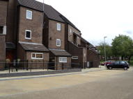 Flat to rent in Ralph Sherwin Court...