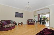 4 bed semi detached home in Park Avenue North...