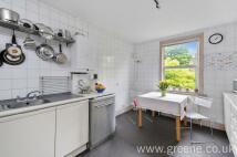 2 bedroom Flat in Carlisle Road...