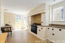 3 bed Flat in Kempe Road, Queens Park...