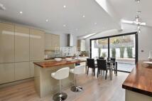 4 bedroom house in Felixstowe Road, London...
