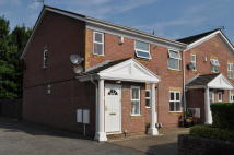 Maisonette to rent in Wynnstay Close...