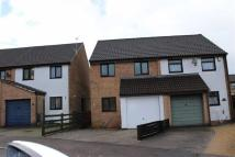 2 bedroom semi detached house to rent in Courtfield Close...