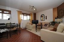 Apartment in Linkway Raynes Park SW20