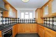 Apartment to rent in Grand Drive Raynes Park...