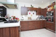 4 bed Detached home in Marbaix Gardens, TW7.
