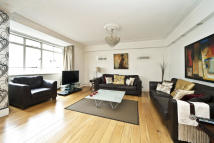 4 bed Apartment to rent in Lancaster Gate, London...