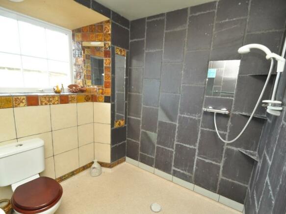 Shower room 1