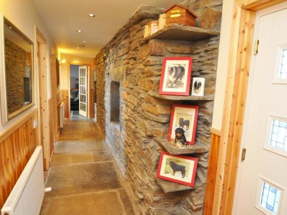 Well's Cottage - Entrance hall