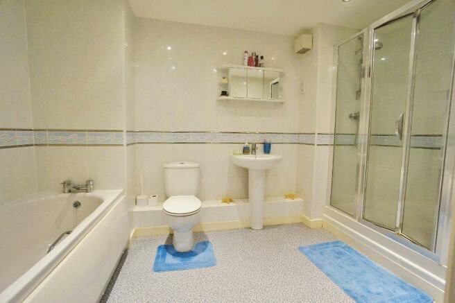 Bathroom/showe...