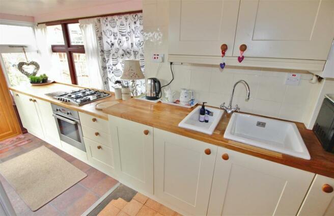 Kitchen ...jpg