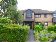 Ground Flat to rent in BORNEDENE, Potters Bar...