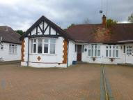 2 bedroom Semi-Detached Bungalow in Byng Drive, Potters Bar...