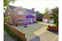 5 bed Detached property in High Street, Chieveley...