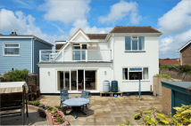 5 bedroom Detached property for sale in Elmer Road, Bognor Regis...