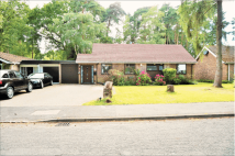 3 bedroom Bungalow in Parkway, Crowthorne...
