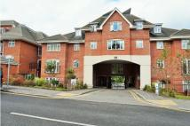 2 bed Ground Flat for sale in Croydon Road, Caterham...