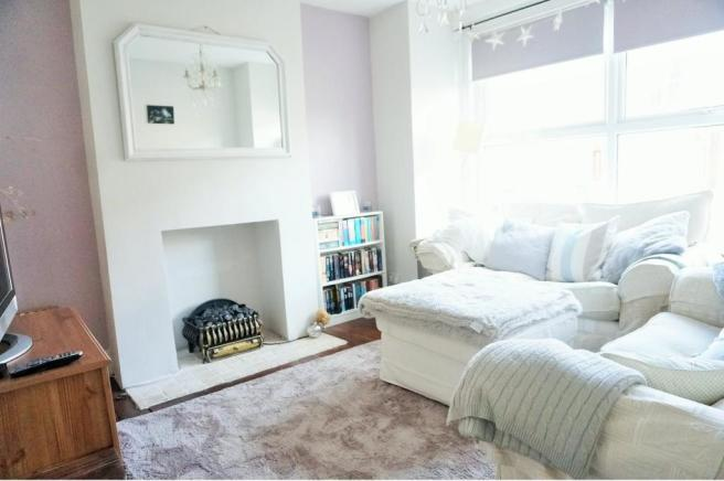2 bedroom terraced house for sale in heath grove barming for Living room c o maidstone