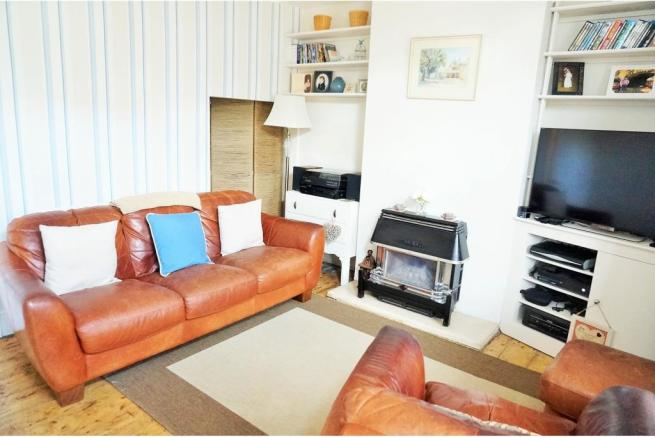 2 bedroom terraced house for sale in pope street for Living room c o maidstone