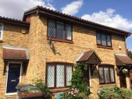 Terraced house to rent in Pytchley Close, Luton...