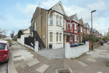 2 bed Flat for sale in PARK AVENUE, London, N13