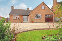 4 bedroom Detached home in Upper Astrop Road...
