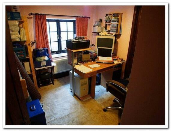 Bedroom 2/Study