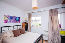 1 bed Flat to rent in Wheatsheaf Close, London...