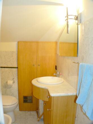upper floor bathroom