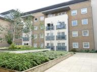 Flat to rent in Gean Court, Bounds Green...