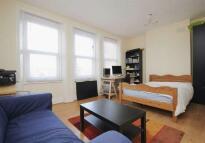 3 bed Maisonette in Ferme Park Road, London