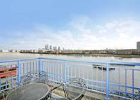 Studio flat to rent in Narrow Street, Wapping...