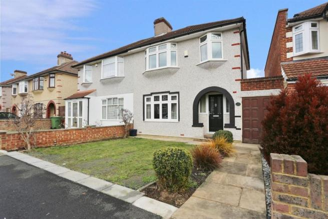 3 bedroom semi detached house for sale in chessington for J pickford bathrooms